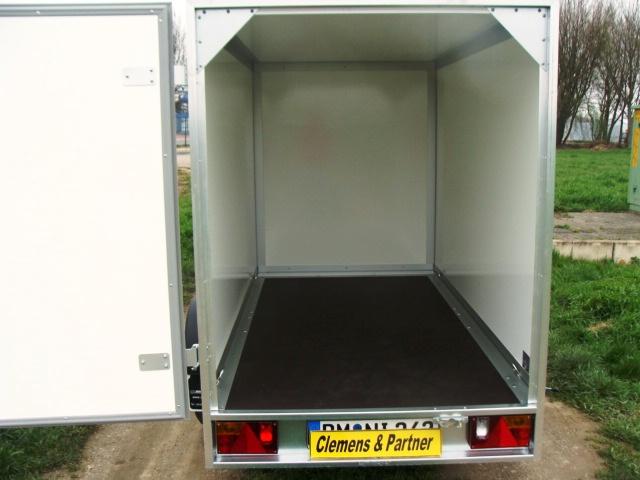 Kofferanhaenger-WM-Meyer-hinten-offen